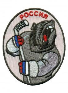 Медведь с клюшкой, Россия